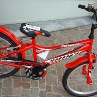 La Grinta è tra le bici più vendute della Bottega: leggera, pratica, resistente. Disponibile con cambio 6 v oppure senza. Vari colori, anche con ruote da 12, 14 e 16.