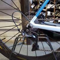 L'assemblaggio è sempre custom: questa bici è montata con il gruppo Shimano Dura Ace meccanico, il top di sempre in fatto di affidabilità e precisione
